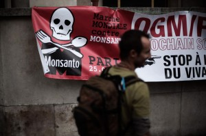 832149-rassemblement-contre-monsanto-a-paris
